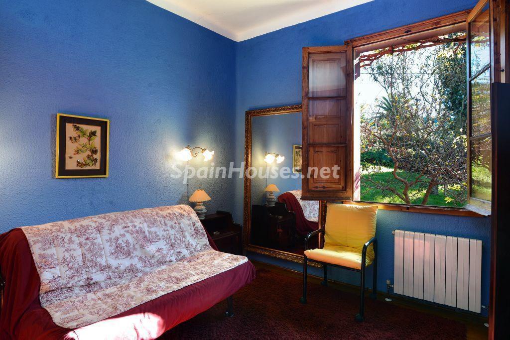 dormitorio 69 1024x683 - Casa primaveral en Villaviciosa (Asturias): encanto, naturaleza y un romántico jardín