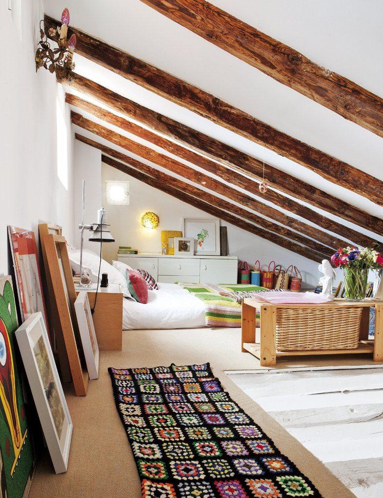 dormitorio 73 787x1024 - Precioso ático con sabor rústico y alma callejera en Lavapiés, Madrid