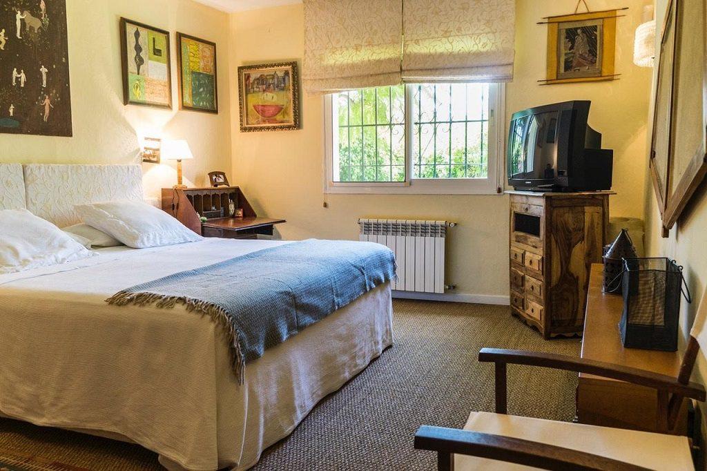 dormitorio 76 1024x682 - Acogedora casa con jardín y piscina en Cancelada, Estepona (Málaga)