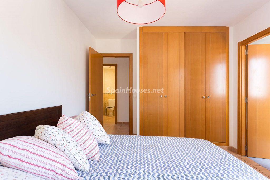 dormitorio 80 1024x682 - Sencilla simetría y vistas al mar en un apartamento en Playa Paraíso, Adeje (Tenerife)