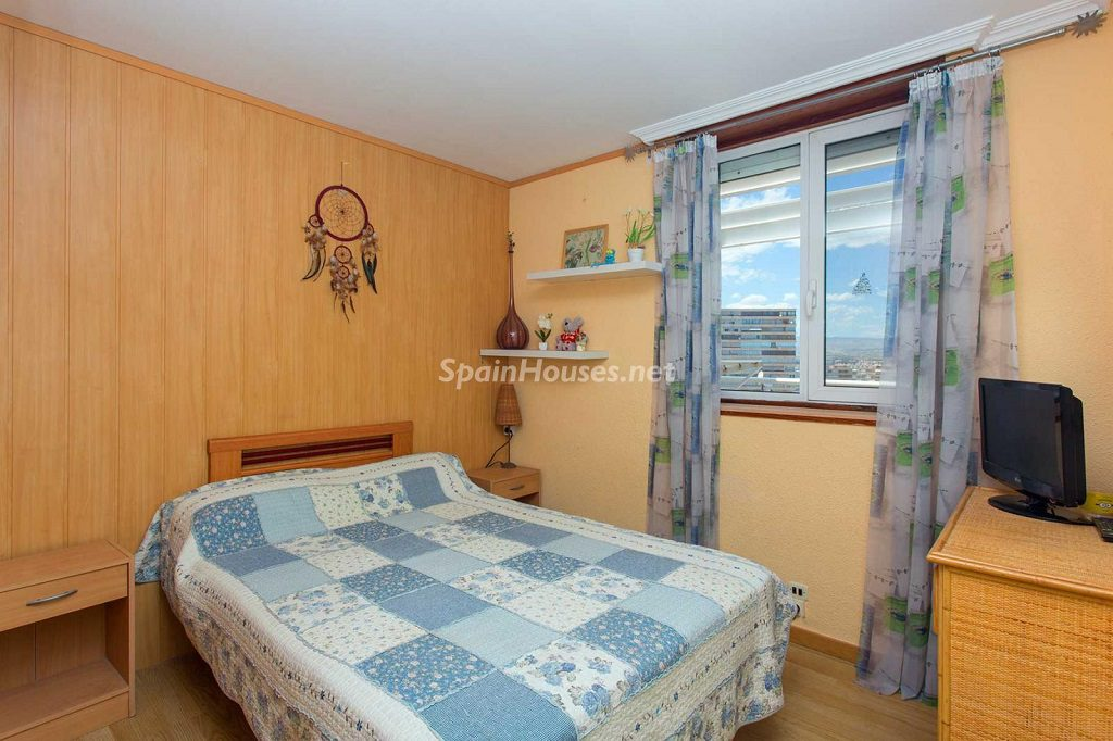 dormitorio 87 1024x682 - Veranos de luz y vistas al mar en un piso en Playa de San Juan (Alicante)