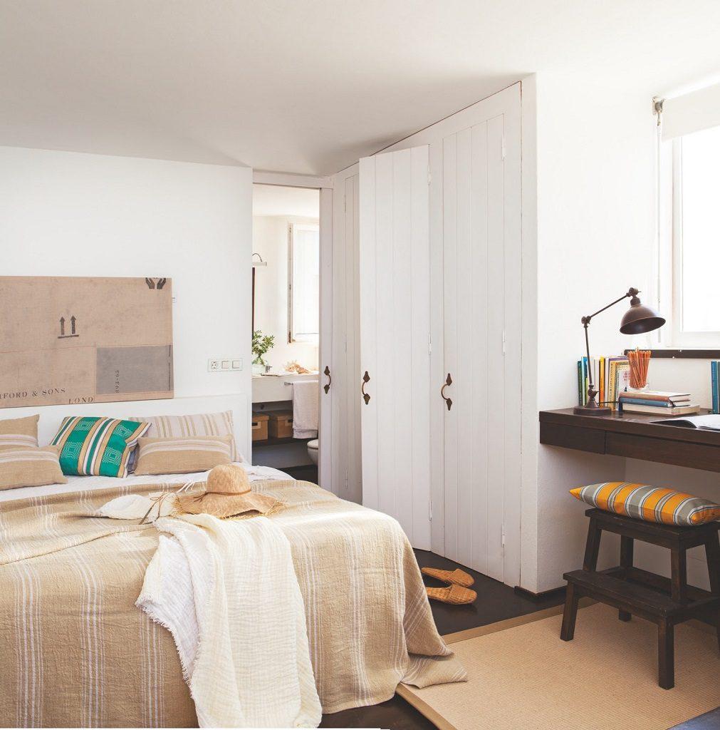 dormitorio 91 1011x1024 - Fantástica casa junto al mar en Menorca (Baleares) abierta al Mediterráneo