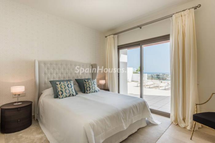 """dormitorio casares - Espectacular terraza de sol, bonito ambiente """"chill out"""" y vistas al mar en Casares (Málaga)"""
