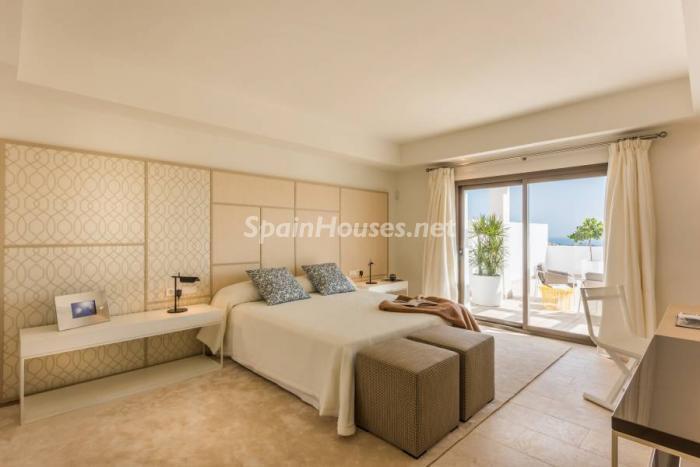 """dormitorio casares1 - Espectacular terraza de sol, bonito ambiente """"chill out"""" y vistas al mar en Casares (Málaga)"""
