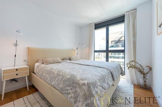 dormitorio principal alicante - Descubre este piso junto a la playa en Alicante, ideal para aquellos que buscan un espacio moderno y cómodo