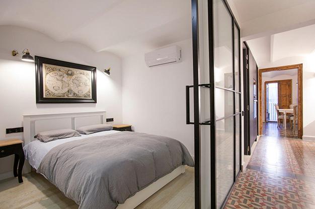 dormitorio principal barcelona - Apartamento con terraza en Barcelona: modernidad en un barrio de arquitectura majestuosa
