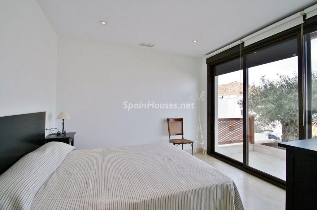 dormitorio1 10 1024x679 - Coqueto chalet a estrenar con bonitas vistas al mar en San José (Cabo de Gata, Almería)