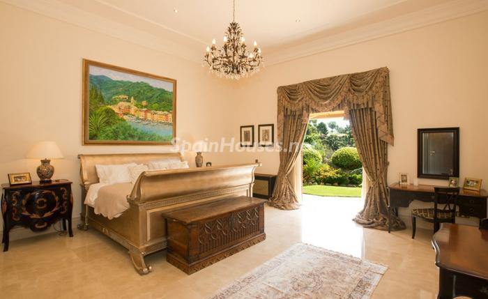 dormitorio1 13 - Espectacular villa llena de romanticismo, elegancia y lujo en Benahavís (Costa del Sol)
