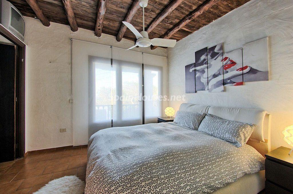 dormitorio1 20 1024x678 - Atardecer mágico en Ibiza: Casa en alquiler de puro estilo ibicenco y encanto mediterráneo