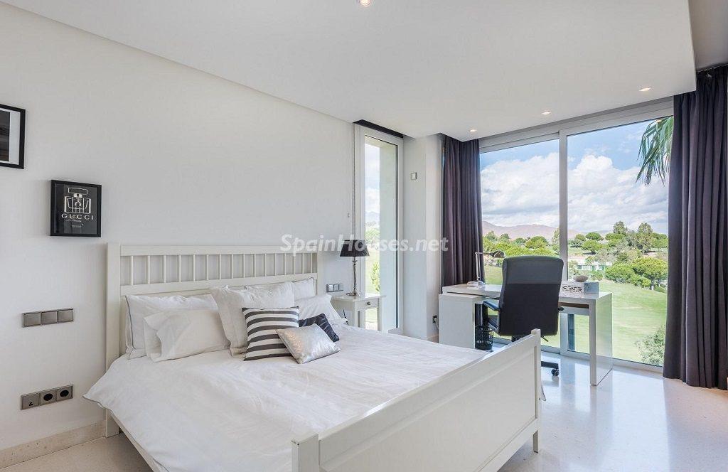 dormitorio1 31 1024x664 - Espacios de luz, sol y diseño en una moderna casa en Mijas Costa (Málaga)