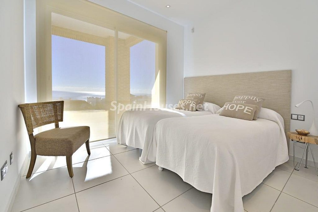 dormitorio1 39 1024x683 - Precioso toque nórdico a estrenar con vistas al mar en Benalmádena (Costa del Sol, Málaga)