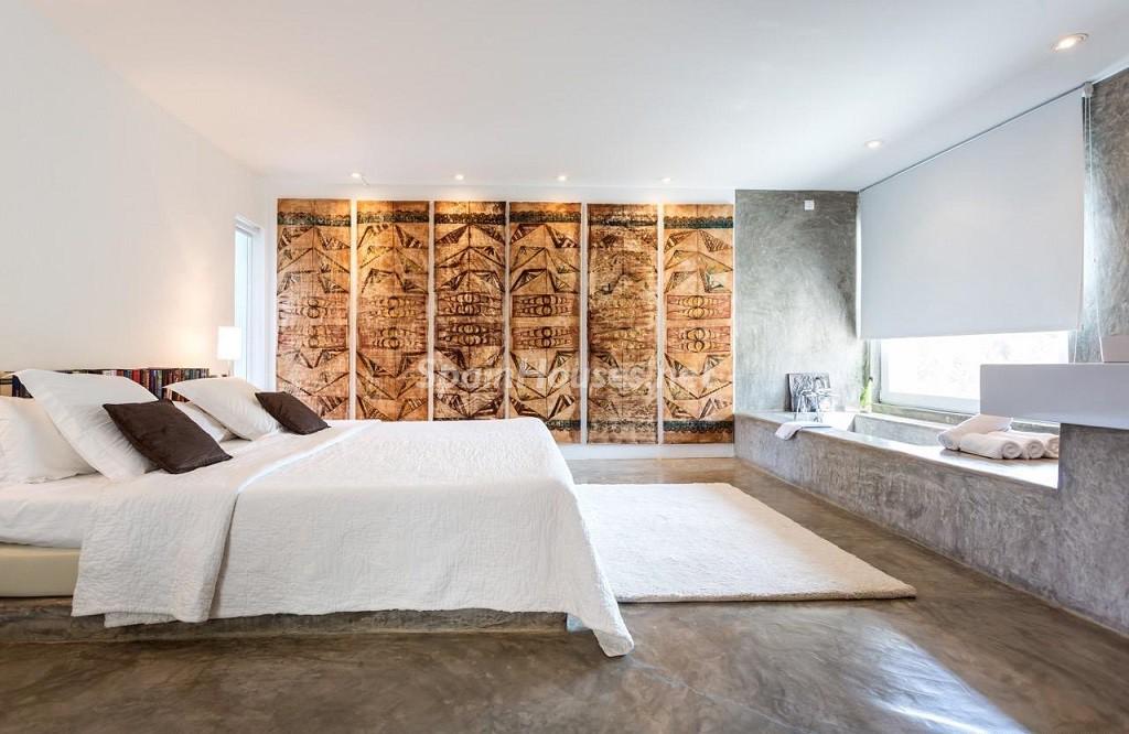 dormitorio1 4 1024x666 - Vacaciones de lujo, modernidad y diseño en Santa Gertrudis, el corazón de Ibiza