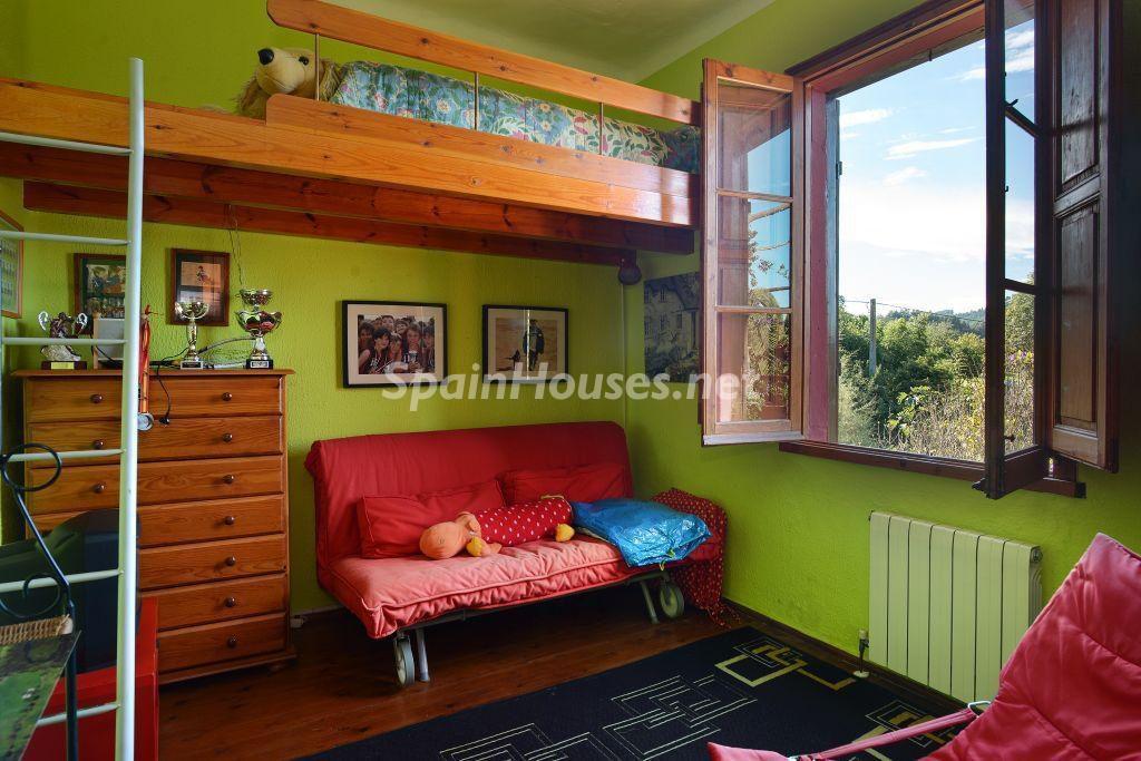 dormitorio1 49 1024x683 - Casa primaveral en Villaviciosa (Asturias): encanto, naturaleza y un romántico jardín