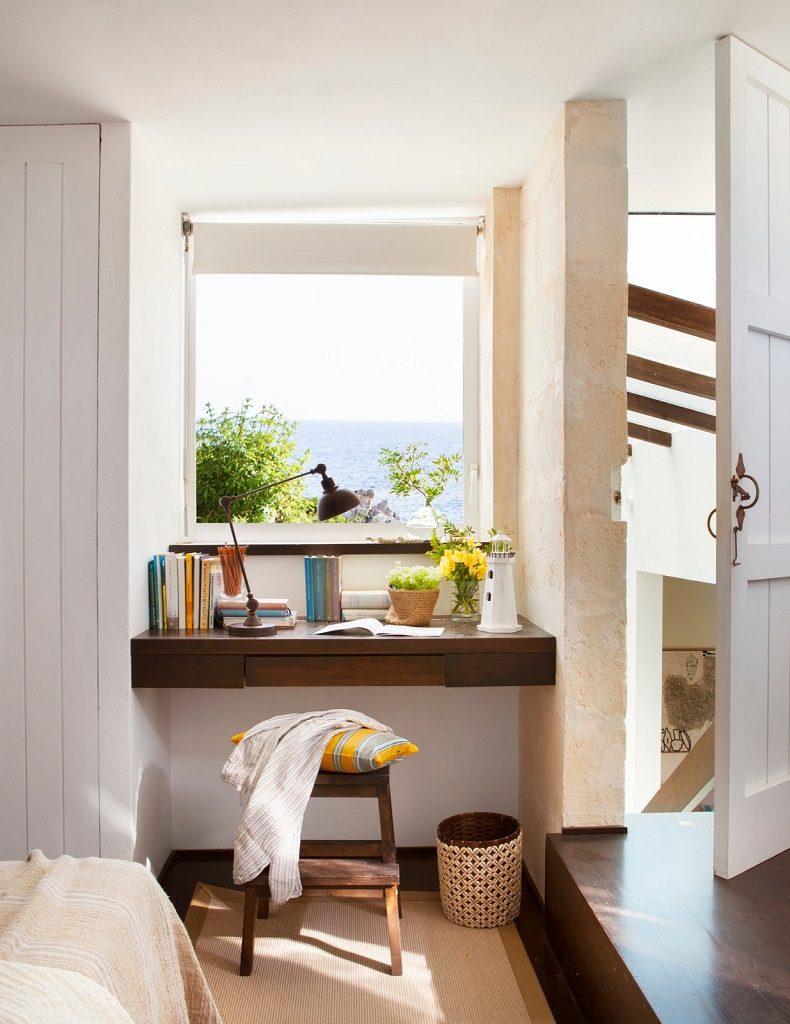 dormitorio1 65 790x1024 - Fantástica casa junto al mar en Menorca (Baleares) abierta al Mediterráneo