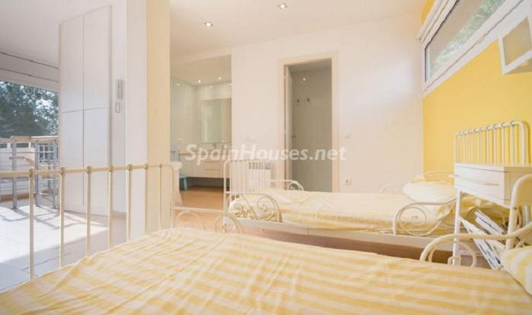 dormitorio1 8 - Luminoso apartamento en primera línea de mar en Roda de Barà (Costa Dorada, Tarragona)