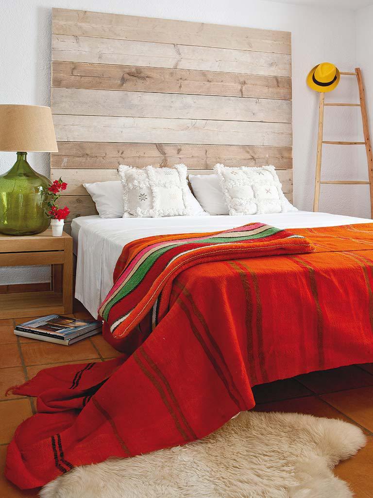 dormitorio2 1 768x1024 - Fantástica casa luminosa y natural en Jávea (Costa Blanca), llena de color y toques étnicos