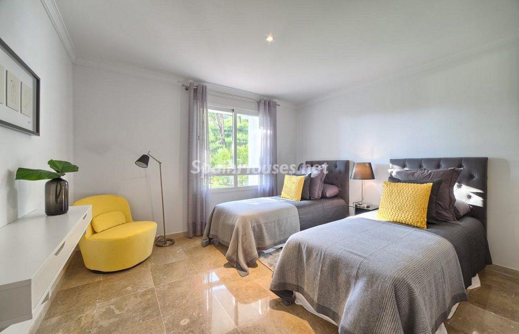 dormitorio2 10 1024x659 - Precioso piso a estrenar en la Sierra de las Nieves (Istán, Marbella), naturaleza a 15 km del mar