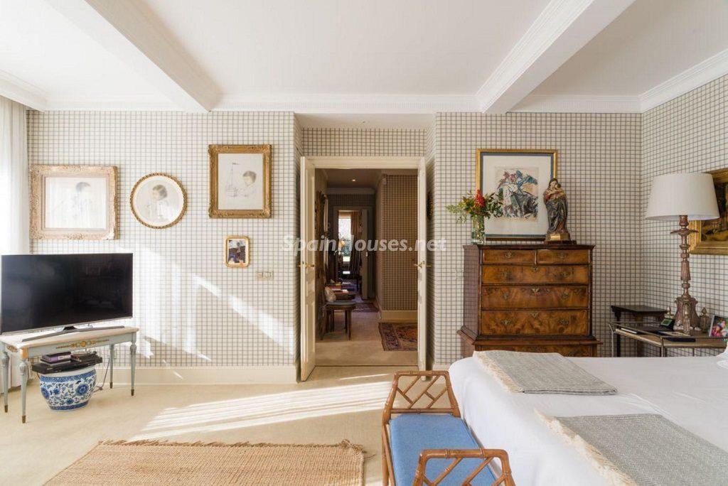 dormitorio2 16 1024x684 - Fantástica casa con piscina y un hermoso jardín en Villanueva de la Cañada (Madrid)