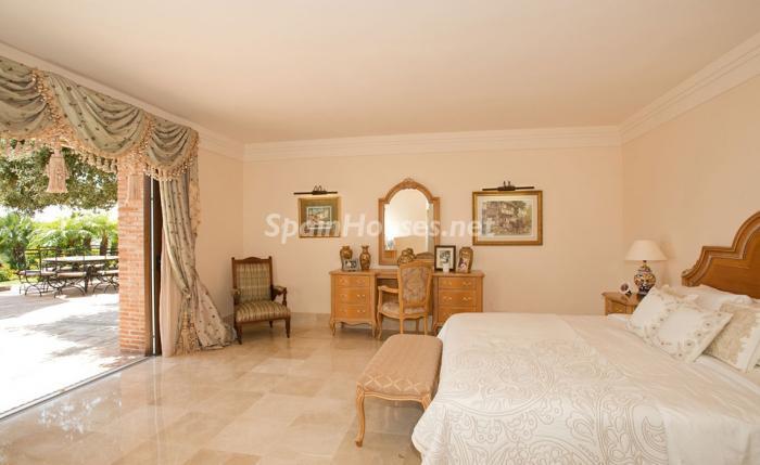 dormitorio2 2 - Espectacular villa llena de romanticismo, elegancia y lujo en Benahavís (Costa del Sol)