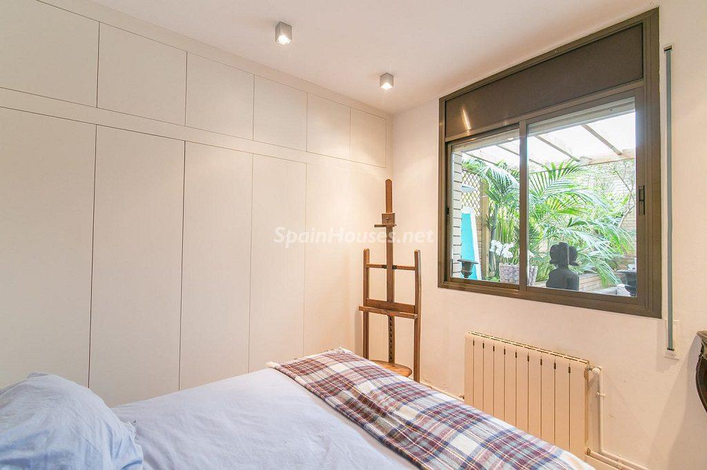 dormitorio2 3 1024x682 - Coqueto piso de diseño en Barcelona (Santa Creu i Sant Pau) con un genial patio para disfrutar