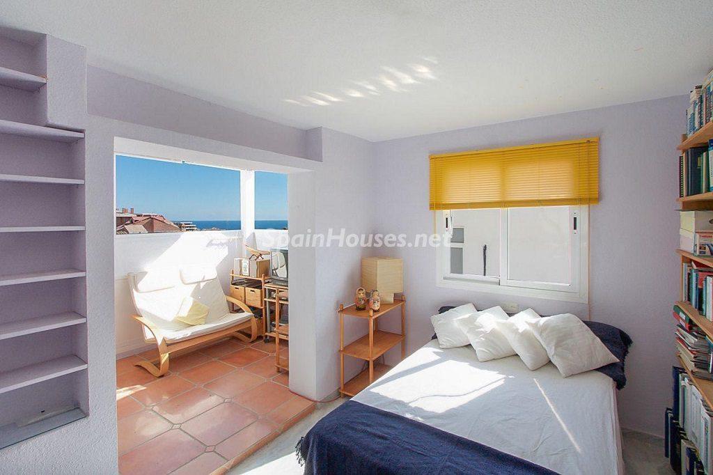 dormitorio2 6 1024x682 - Coqueta casa en Torremuelle (Benalmádena Costa, Málaga): económica, luminosa y cerca del mar