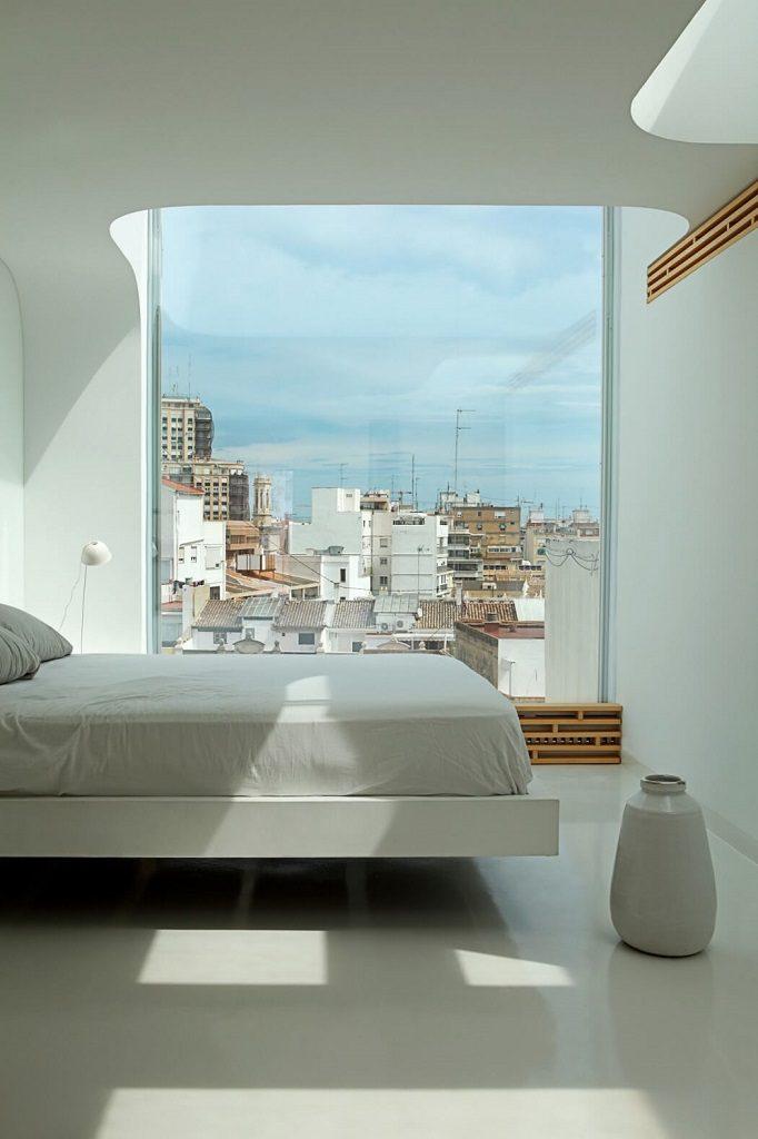 dormitorio2 9 682x1024 - Precioso ático de diseño en Valencia: 70 metros de luz, funcionalidad y encanto