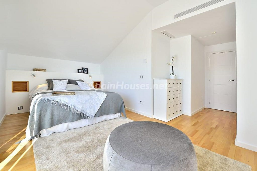 dormitorio3 3 1024x683 - Precioso toque nórdico a estrenar con vistas al mar en Benalmádena (Costa del Sol, Málaga)