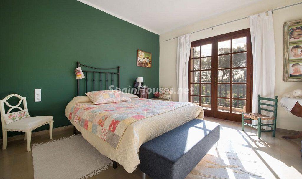 dormitorio3 5 1024x608 - Preciosa casa rústica entre viñedos y naturaleza en el Bajo Penedés, Tarragona