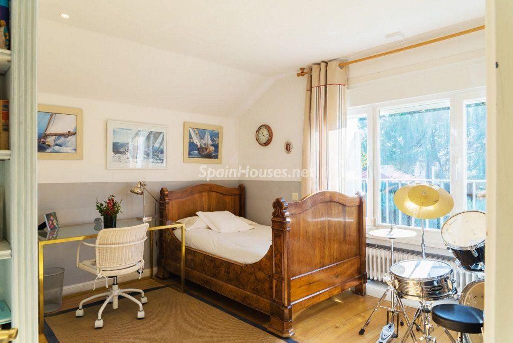 dormitorio5 2 1024x684 - Fantástica casa con piscina y un hermoso jardín en Villanueva de la Cañada (Madrid)