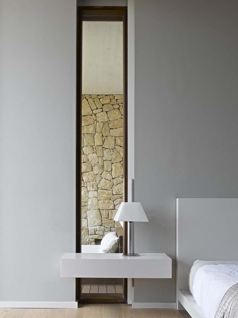 dormitorio59 - Muros de piedra y patios en busca de luz en una espectacular casa en Valencia