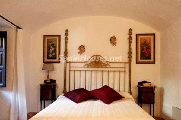 dormitorio61 - Piedra, magia e historia en una espectacular casa del siglo XIV en Pals (Girona)