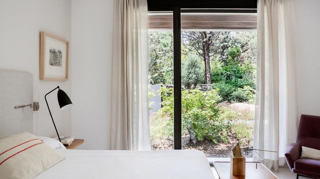 dormitorio89 - Genial toque otoñal y minimalista en una fantástica casa en La Moraleja (Alcobendas, Madrid)