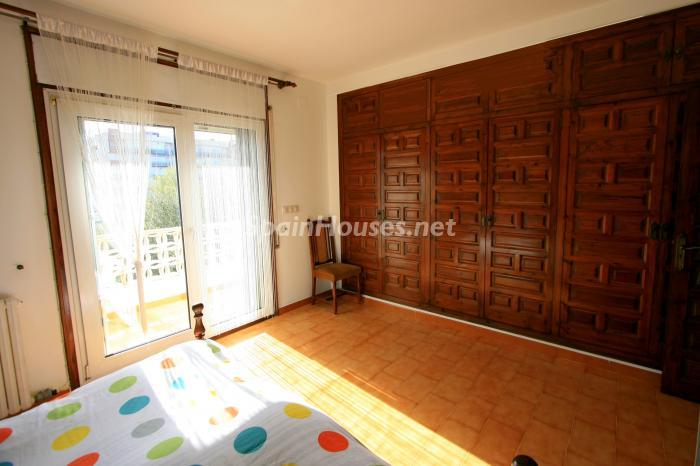 dormitorio96 - Bonita y luminosa casa sobre los canales de Santa Margarita en Roses (Costa Brava, Girona)