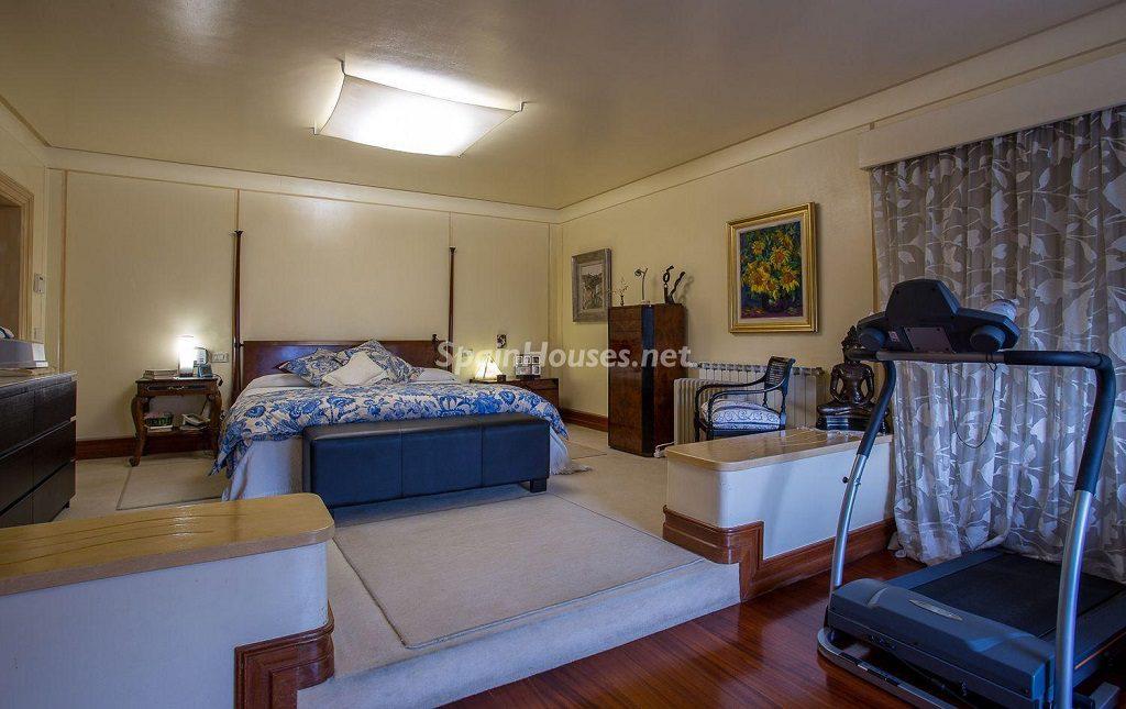 dormitorioprincipal 1 1024x645 - Lujosa serenidad clásica en una espectacular casa en Las Palmas de Gran Canaria