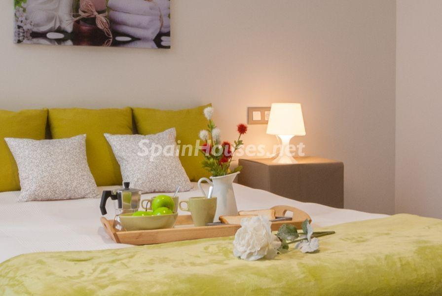 dormitorioprincipal1 - Home Staging de detalles cálidos en un bonito piso reformado en Cádiz capital
