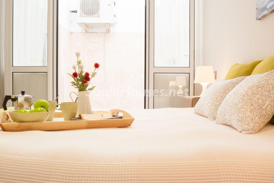dormitorioprincipal2 - Home Staging de detalles cálidos en un bonito piso reformado en Cádiz capital
