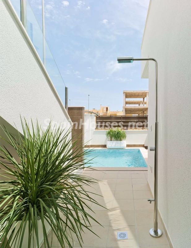 Terraza y piscina en un bonito chalet en San Pedro del Pinatar (Murcia, Costa Cálida)