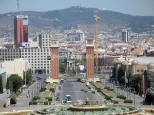 edificios barcelona 300x225 - La inversión inmobiliaria superará en 2015 los 10.000 millones alcanzados en 2007