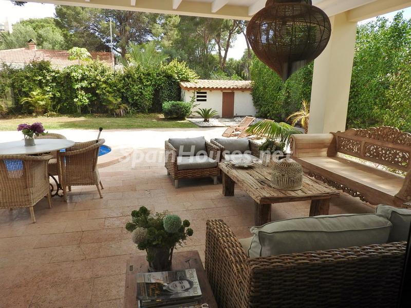 elcampello alicante 1 - Esperando el sol del otoño en 12 preciosos porches y terrazas con vistas al mar