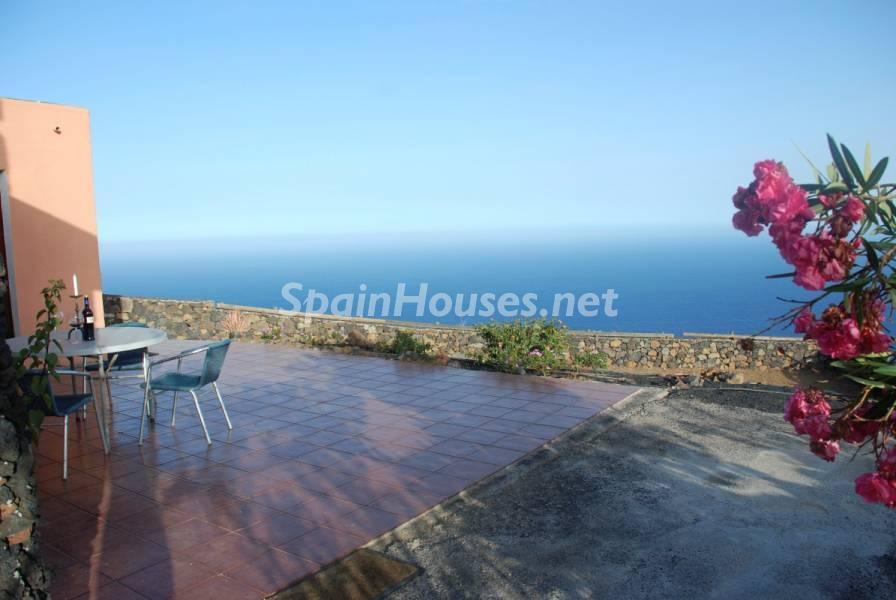 elpinardeelhierro tenerife - Esperando el sol del otoño en 12 preciosos porches y terrazas con vistas al mar