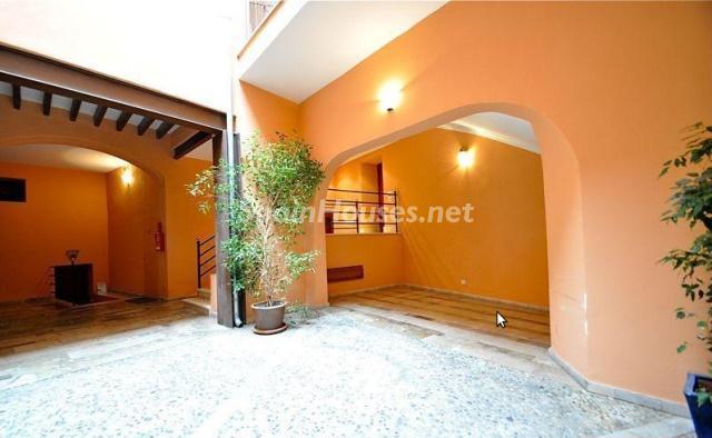 entrada edificio - Amplitud y elegancia en un precioso piso en el centro de Palma de Mallorca