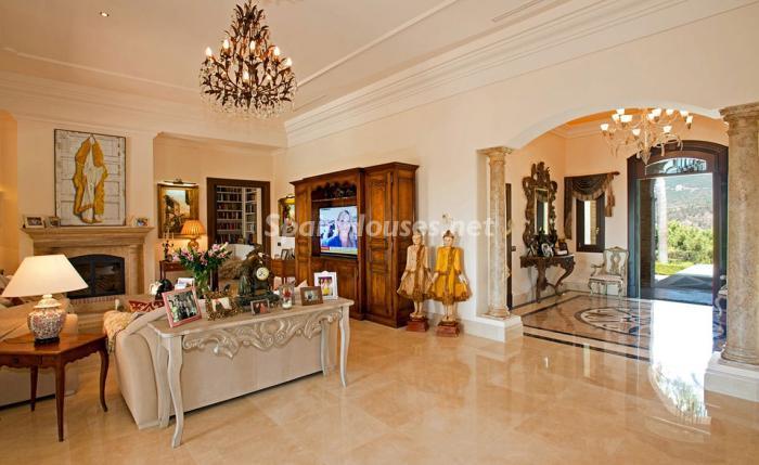 entrada interior - Espectacular villa llena de romanticismo, elegancia y lujo en Benahavís (Costa del Sol)