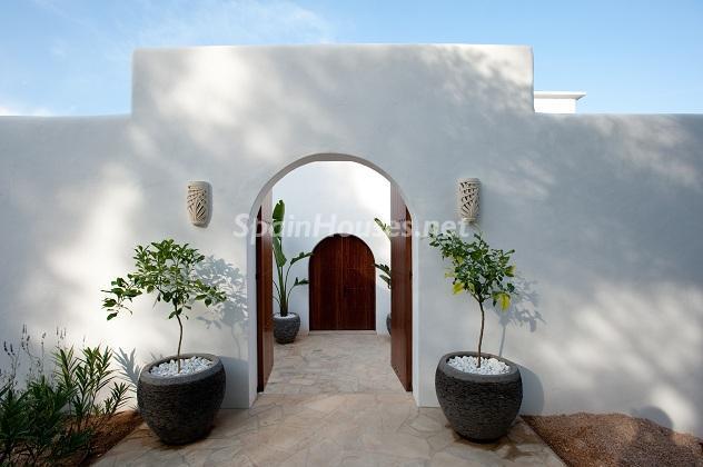 entrada10 - Preciosa casa de reluciente blanco mediterráneo en la campiña ibicenca