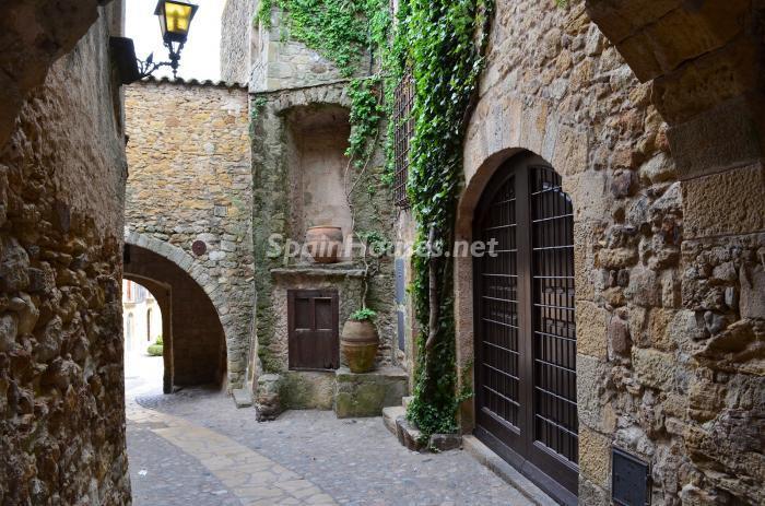 entrada20 - Piedra, magia e historia en una espectacular casa del siglo XIV en Pals (Girona)