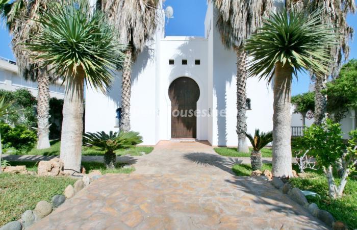 entrada9 - Fantástica villa en primera línea de playa en Carboneras (Almería)