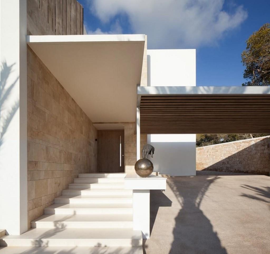 entradacasa 1 1024x965 - Espectacular y moderna villa en Roca LLisa (Ibiza): sereno minimalismo con vistas
