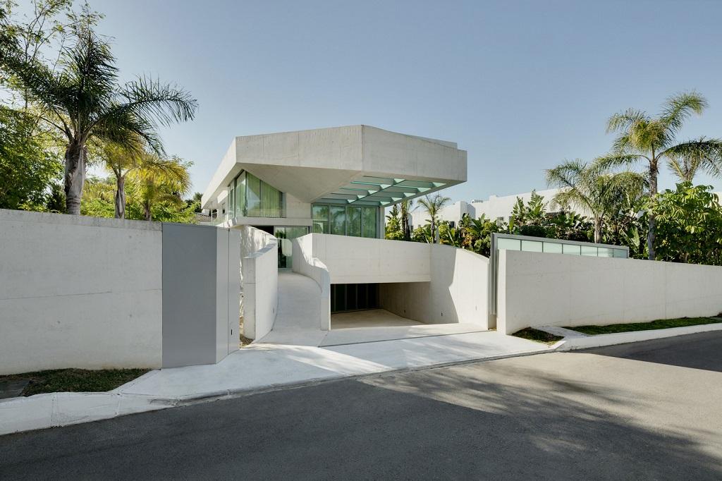 entradaexterior - Genial casa en Marbella y una espectacular piscina transparente en el techo para disfrutar