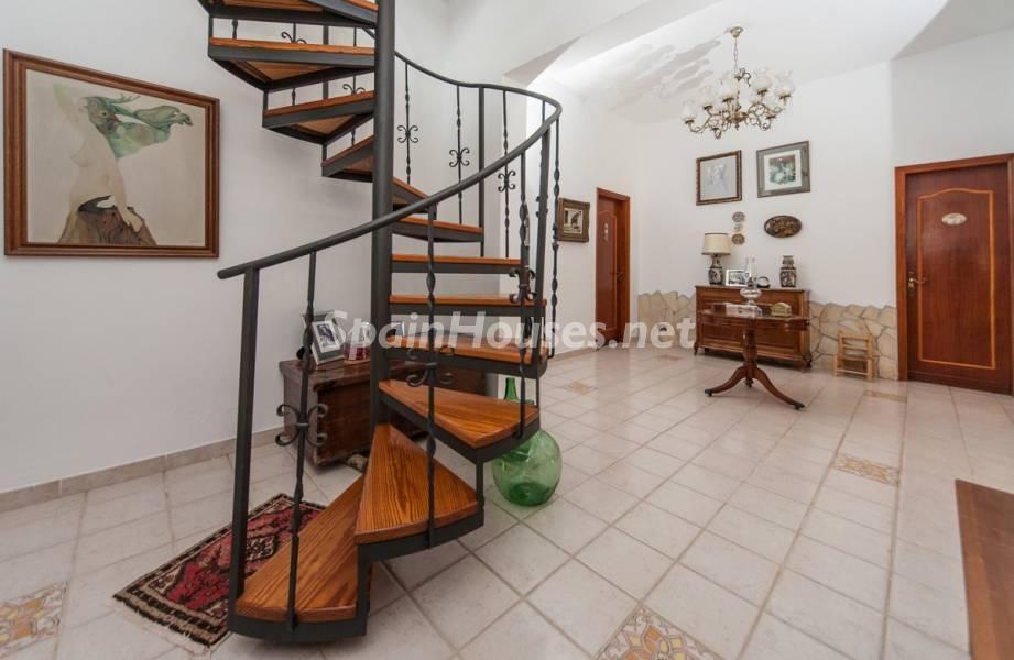 escalera 2 - Sabor canario en una fantástica casa con piscina y jardin en Arona (Tenerife)