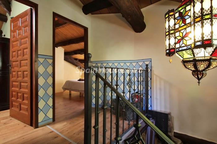 escaleras1 - Otoño y naturaleza en una preciosa casa tradicional en Ribagorza, el Pirineo de Huesca