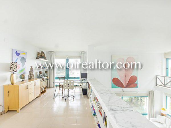 espectacular casa de diseno con vistas privilegiadas 10 600x450 - La Costa Brava se llena de color y dinamismo gracias a esta espectacular casa de diseño